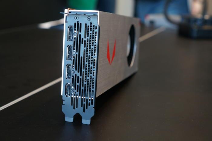 라데온 RX 베가 64 정식 버전은 모두 디스플레이 1.4 포트, 풀 사이즈 HDMI 2.0 포트를 탑재했다.