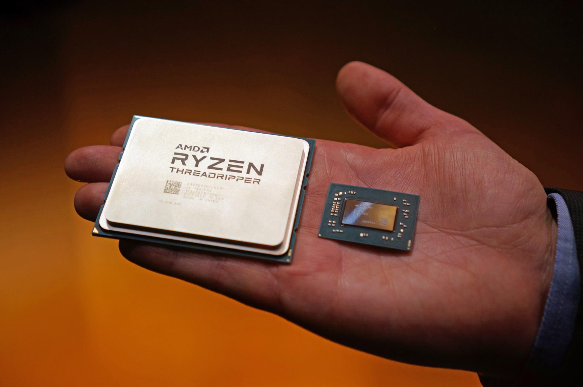 16코어 라이젠 쓰레드리퍼와 4코어 라이젠 모바일 칩의 크기 비교