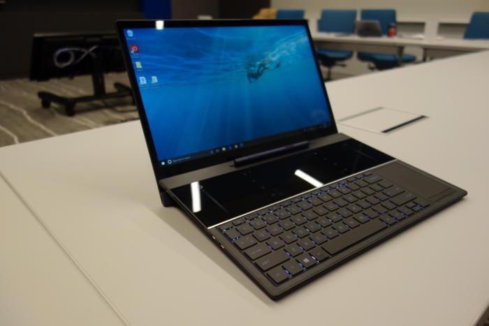 인텔은 양사의 협력관계를 통해 강화할 노트북의 레퍼런스 모델도 공개했다. 키보드 상단의 넓은 공간은 스타일러스 펜을 이용한 그림 그리기 작업이나 기타 디지털 콘텐츠 제작 작업을 위한 것이다.