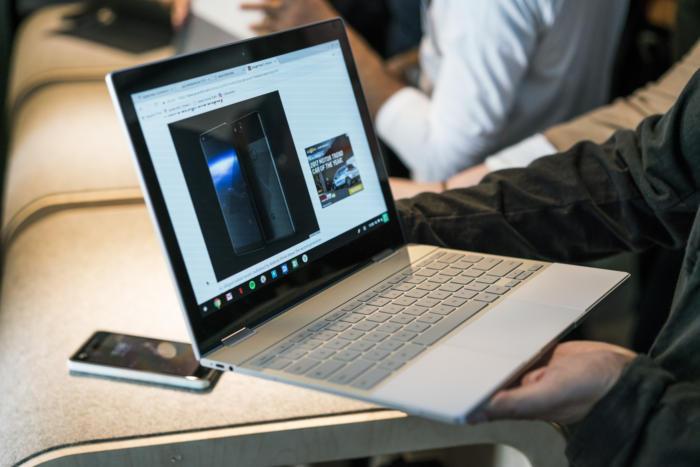 픽셀북은 두께는 1cm에 불과하며, 멋진 고해상도 디스플레이가 탑재되어있다.