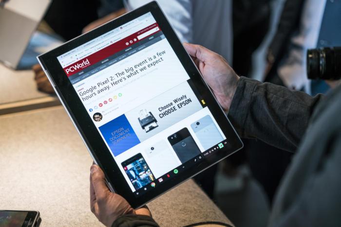 픽셀북은 360도 힌지로 쉽게 태블릿 모드로 전환해서 완전한 안드로이드 경험에 가깝게 사용할 수 있다.