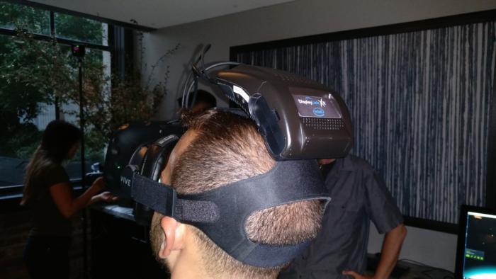 인텔과 HTC가 공동 개발한 와이기그 무선 VR 모듈.