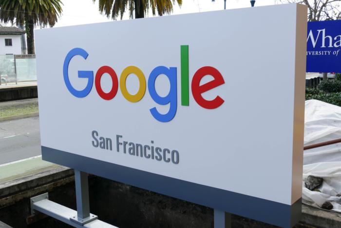 2017년 2월 10일, 구글 샌프란시스코 사무실 앞의 로고