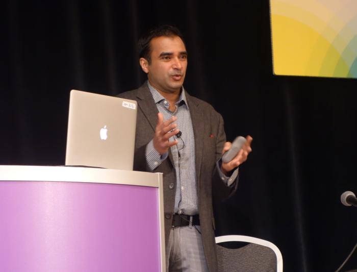 RSA CTO 줄피카 라즈만이 RSA 2017에서 발표하고 있다.