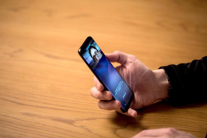 갤럭시 S9는 홍채 인식 기능이 개선될 것으로 알려져 있다.