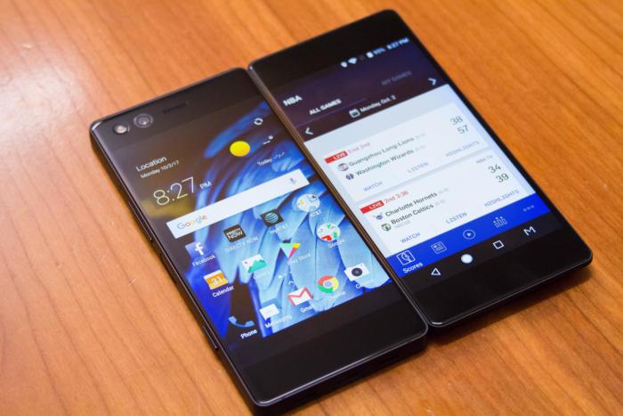 액손 M은 접을 수 있는 스마트폰이지만, 디스플레이는 그렇지 않았다.