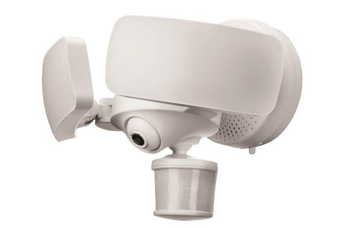 막시무스 카메라 플러드라이트(Maximus Camera Floodlight)는 PIR이 탑재되어 있다. (카메라 아래의 커다란 반원형 물체다).