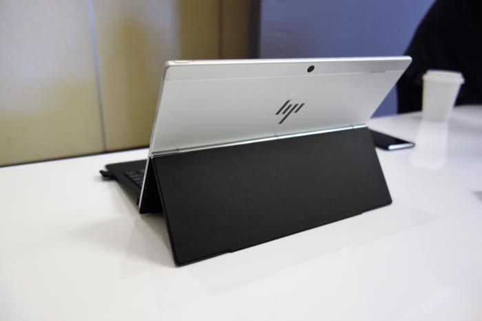 HP 엔비 x2의 힌지는 키보드 커버의 한 부분이 됐다.