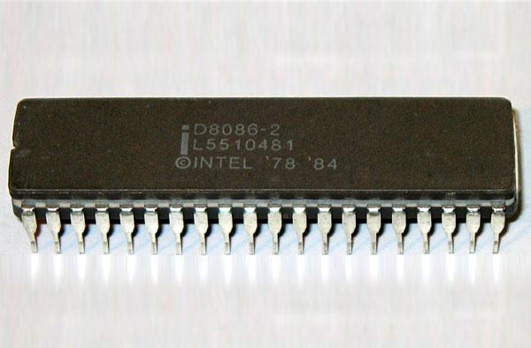 인텔의 8086 마이크로프로세서는 개인용 컴퓨터의 x86 표준을 낳았다.