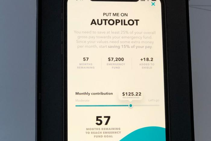 인튜이트의 쉴드 앱은 자동화와 간단한 동기 부여로 금융 관련 목표를 달성하는 데 사용할 수 있다.