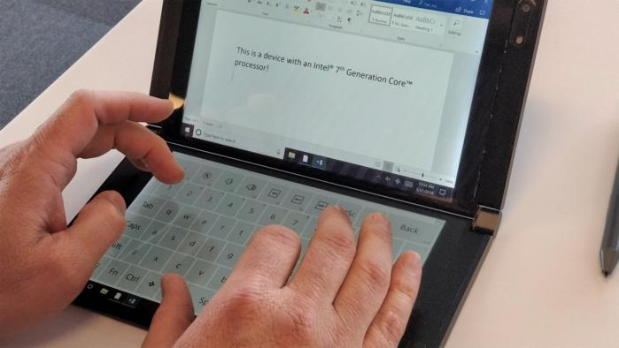 한 화면은 전통적인 키보드로 사용할 수 있으나, 유리 위에 타이핑을 해야 한다.