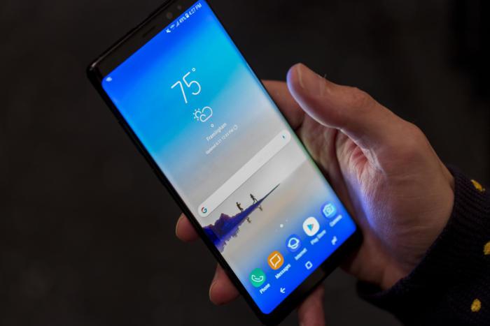 삼성은 갤럭시 폰에 이미 스토어를 포함해 모든 기능을 제공한다.