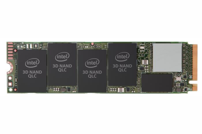사진은 아직 인텔이 공식 발표하지 않은 2TB 모델이다. 테스트한 1TB 모델은 2개의 NAND 칩만이 달려 있다. 양쪽면을 모두 채우면 4TB 모델이 된다.