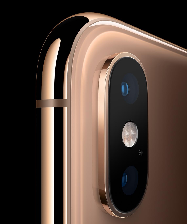 애플은 세 번째 색상을 추가했는데, 말 그대로 순수한 황금색이다.