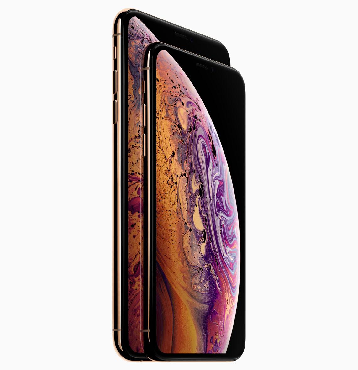 아이폰 XS는 두 가지 크기, 즉 큰 모델과 더 큰 모델로 나온다.