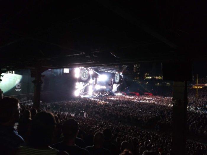 야외 야간 공연은 스마트폰 카메라에 적합한 순간은 아니지만, 스타일로 4는 생각 외로 괜찮았다.