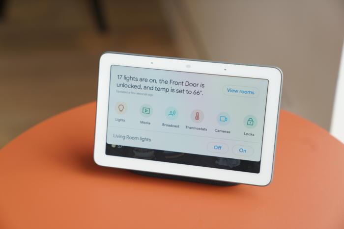 구글 홈 허브는 스마트 홈 시스템과 함께 쓰면 좋다.