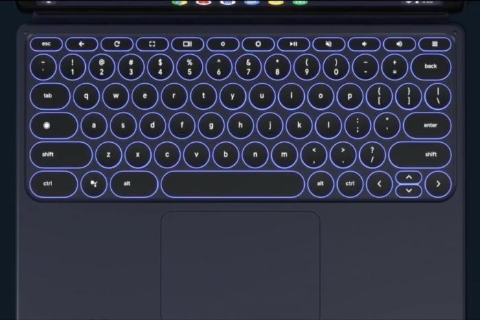 """트랙패드와 함께 있는 키보드는 """"태블릿 액세서리""""라기 보다는 """"노트북 대체품""""에 가깝다."""