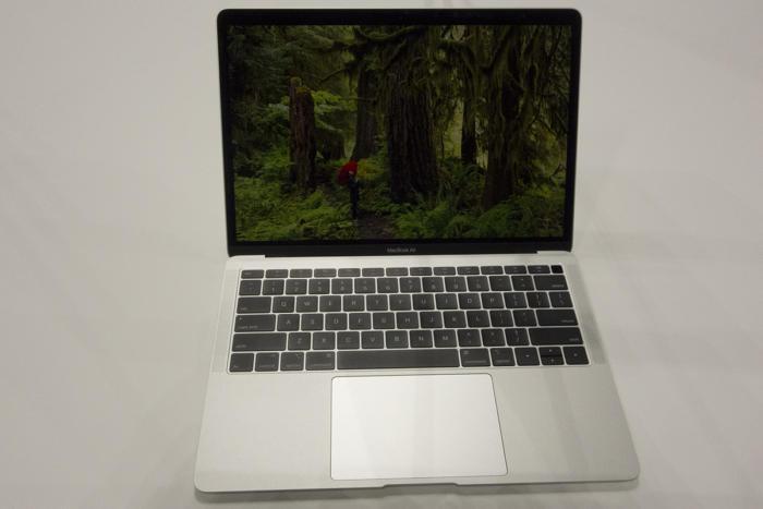 신형 맥북 에어는 맥북과 많은 부분이 비슷하다.