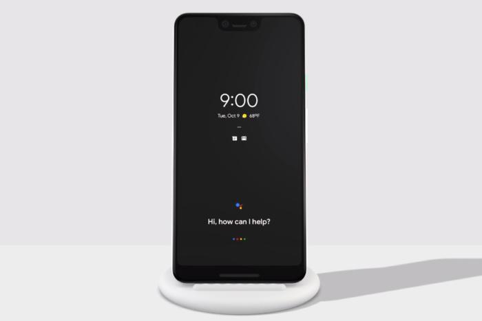 픽셀 스탠드는 그냥 무선 충전을 지원할 뿐만 아니라, 픽셀 3을 기본적인 버전의 구글 홈 스마트 디스플레이로 변신시켜준다.